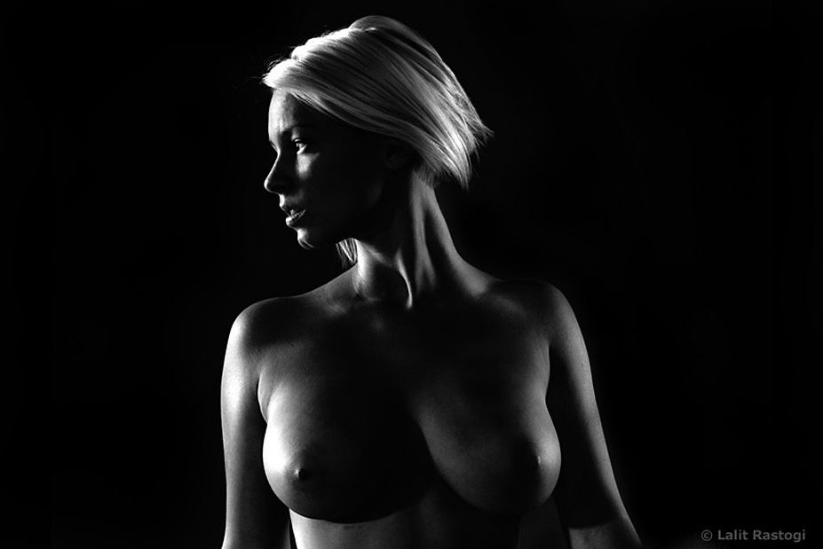 black-white-nude-blonde-model-in-shadows